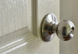 Межкомнатные эмалированные двери – особенности, преимущества, выбор